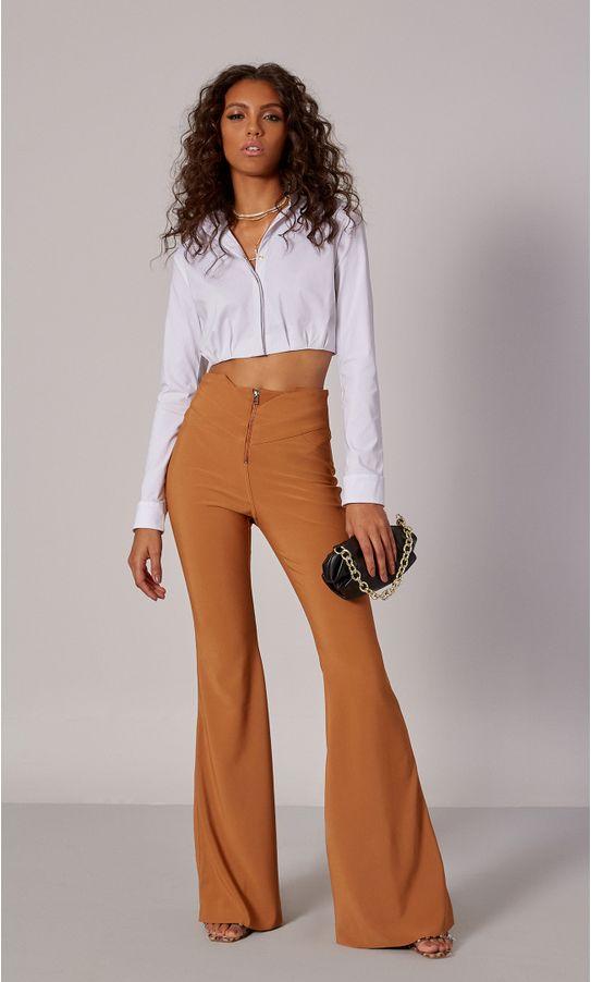 13010155-calca-flare-recortes-cintura-caramelo-1